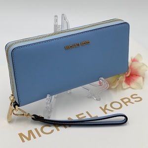 MICHAEL KORS LARGE CONTINENTAL WALLET LIGHT SKY